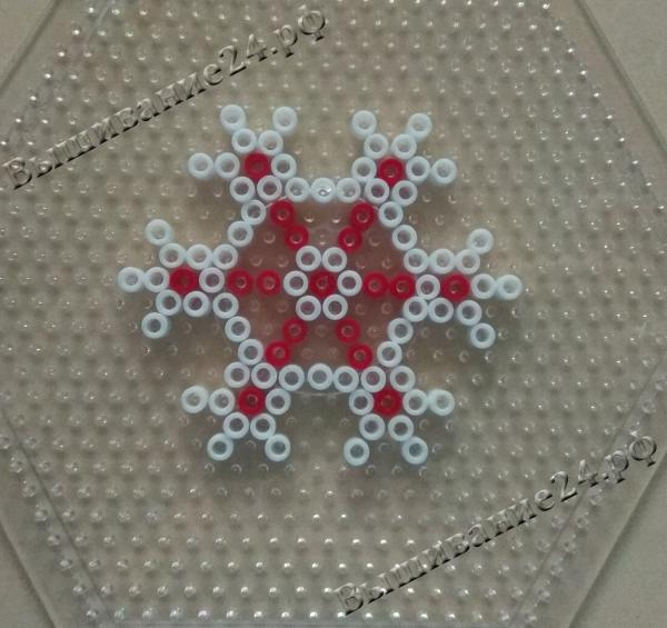 Снежинка из термомозаики